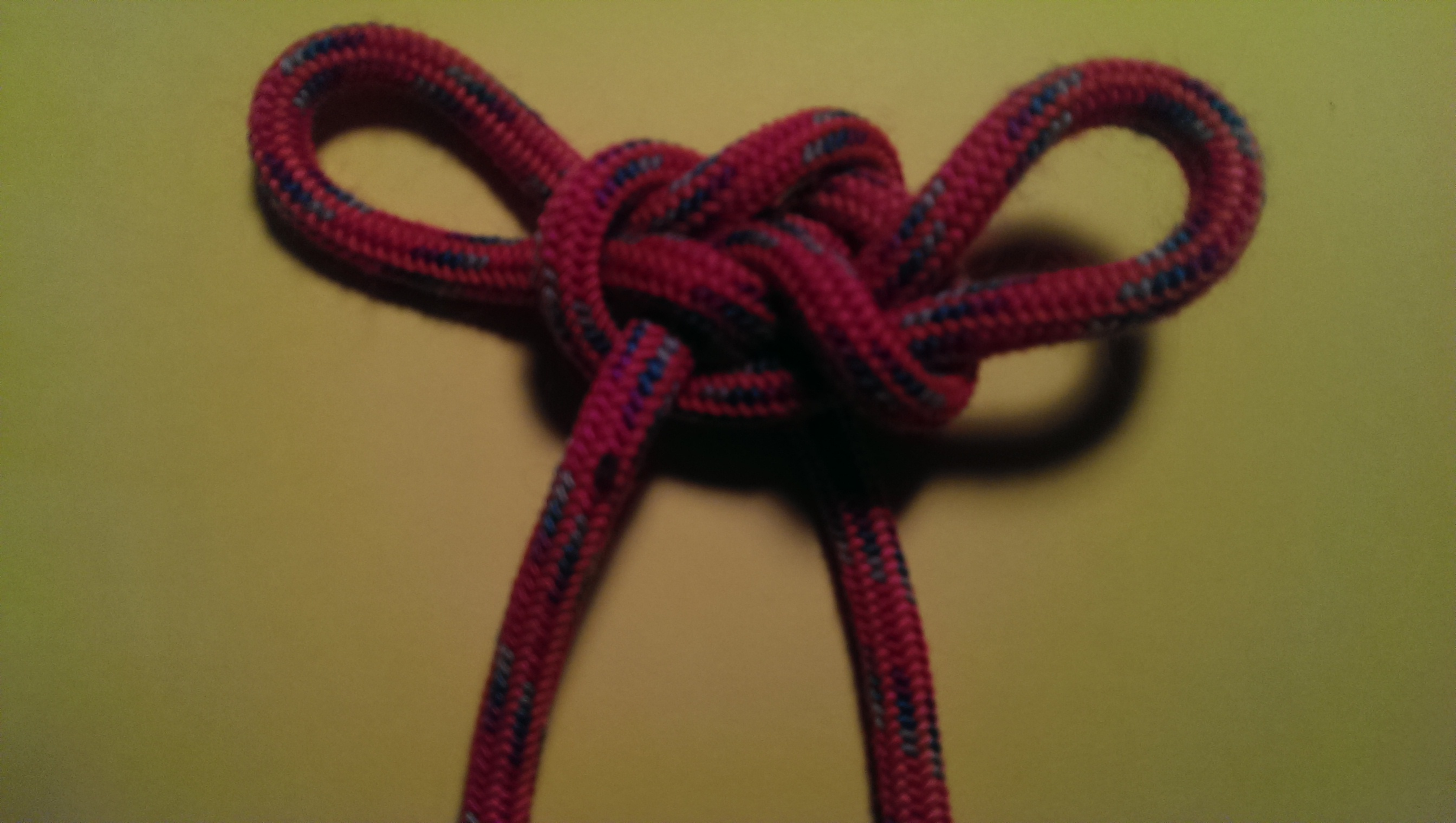 decorative knots with 550 cord - HD 2688×1520